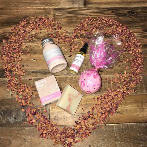 Rose-Gift-Set-with-rose-petals-heart